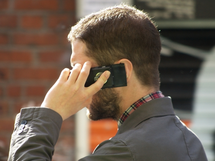 Man_speaking_on_mobile_phone